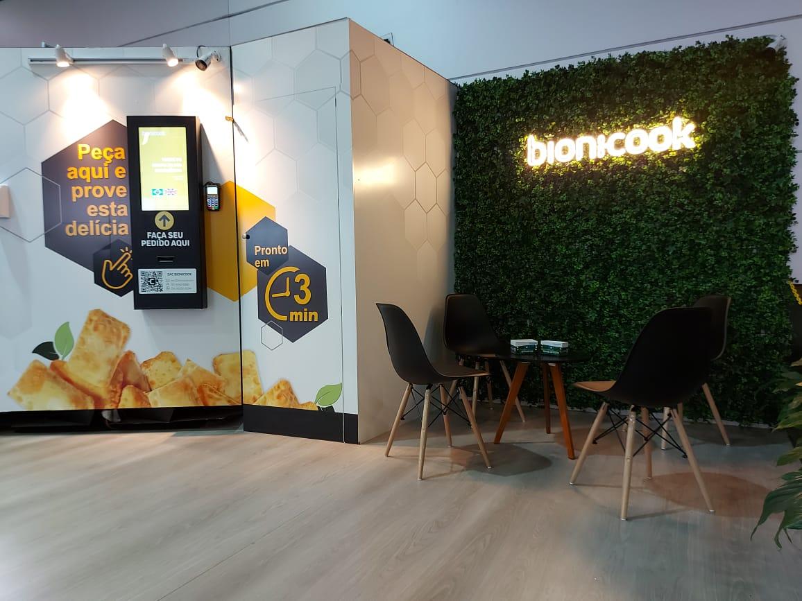 Metrô Carrão é o primeiro no mundo a inaugurar um Fast Food totalmente operado por um robô